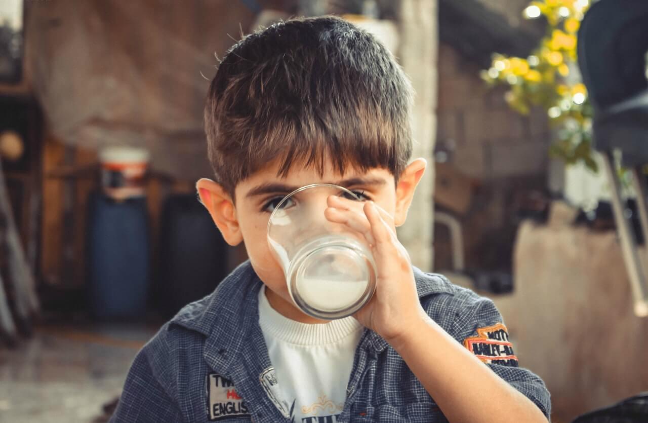 Mlieko a skorá puberta - fakty