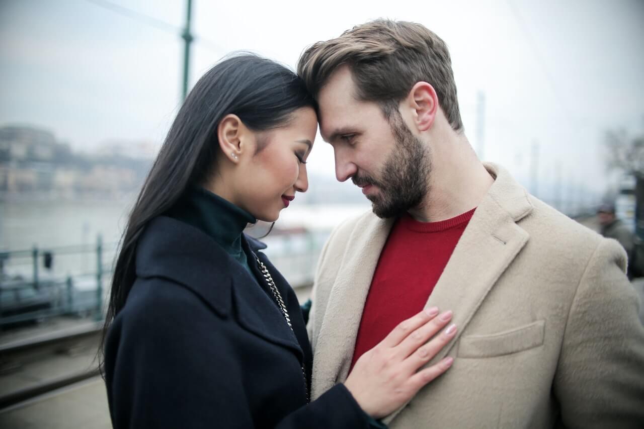 Aké vlastnosti mužov sa ženám páčia